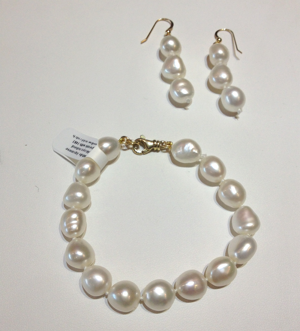Akoya baroque pearl neclace and earrings with 14Kt yellow gold