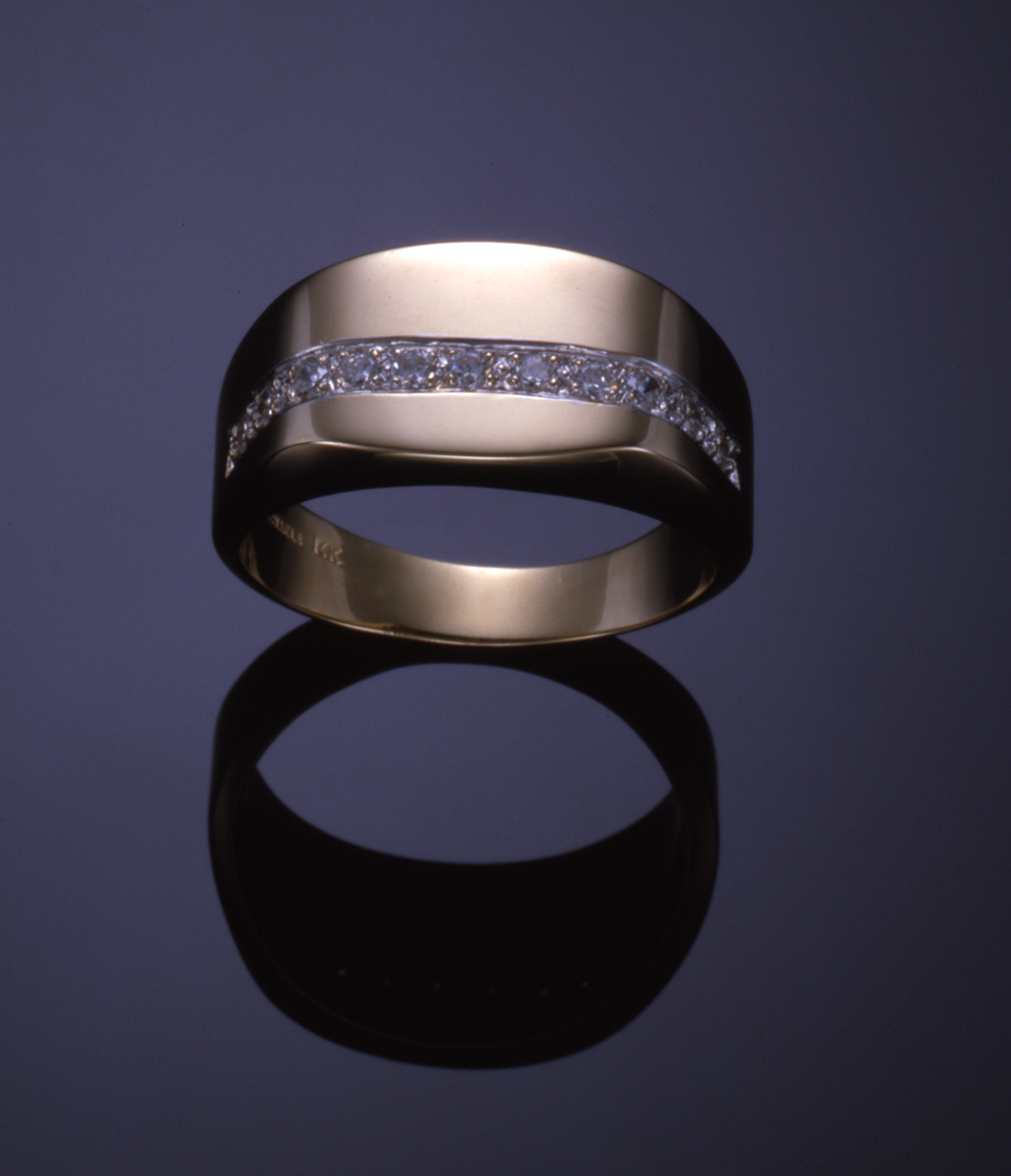 14KT yellow gold and diamond pavé gents ring