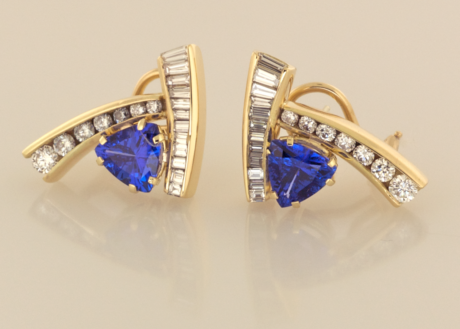 Tanzanite 3 61ct Tw Gold And Diamond 2 47ct Modern Earrings