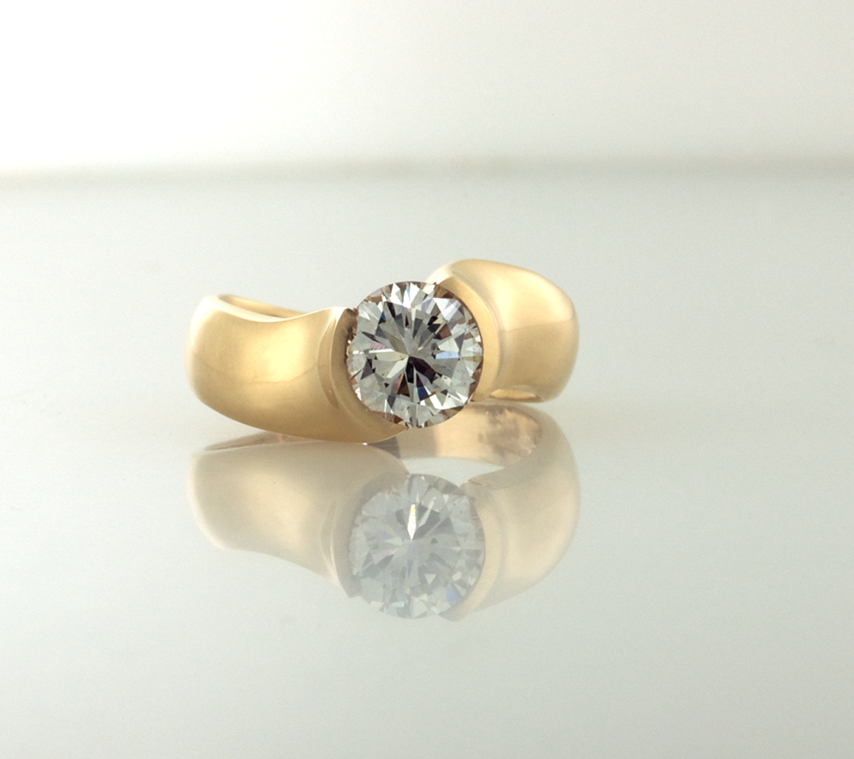 Diamonds and gold solitare contemporary ring