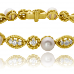Pearl, diamonds and 18KT yellow gold bracelet