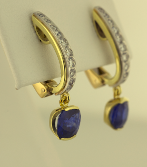 Sapphire and diamonds set in 18kt green and platinum earrings