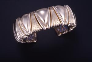 14KT yellow gold flexible cuff bracelet with Luxor motif, titanium inner spring