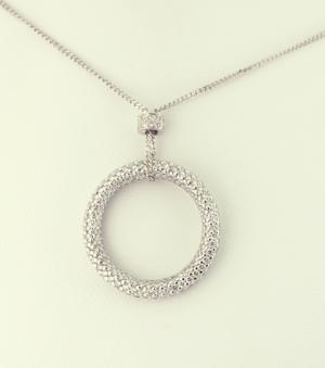 Diamond circle pendant in 18KT white gold