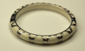 Bamboo motif Bracelet in cream color with sterling silver