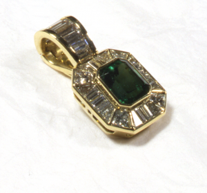 Emerald (4.00ct.) and diamond (4.25ct.) pendant, close uo