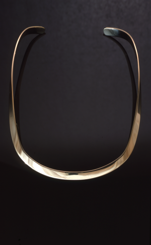 14KT gold forged collar