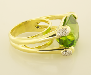 28ct. cushion cut peridot ring with diamond pavé accents side view