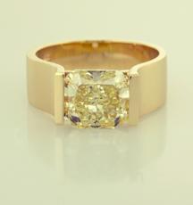 Yellow Diamond contemporary soltaire